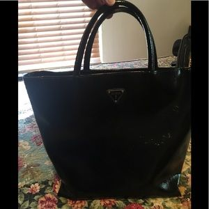 Guess black patent leather tote bag LNC